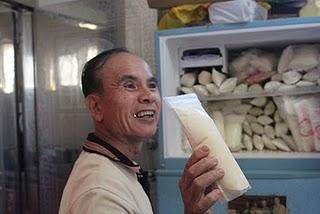 整冰櫃的母乳,打破人們對母乳量的疑問。郭恩汝/攝影