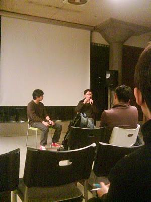 主持人(左)及導演楊力州(右)分享拍片經驗。朱璟柔/攝影
