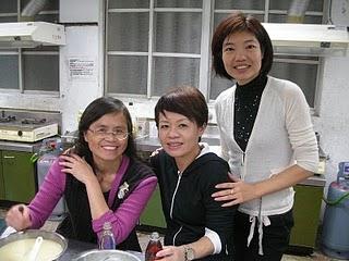 林淑美(右)老師與課程學生。傅紹宇/攝影