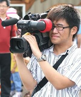 楊曜任從小就憑著一股熱血當公民記者。